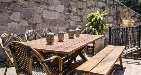 COMEDOR TERRAZA : Balcones y terrazas de estilo rústico por Ploka 8.7