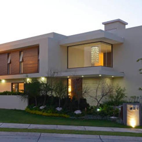 บ้านสวยสไตล์ โมเดิร์น:  ตกแต่งภายใน by Nantheera