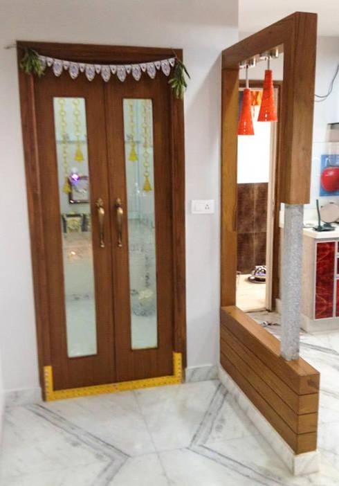Puja Room :  Corridor & hallway by Urban Shaastra