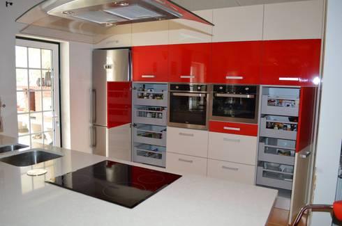 Topo da cozinha: Cozinhas modernas por Ansidecor