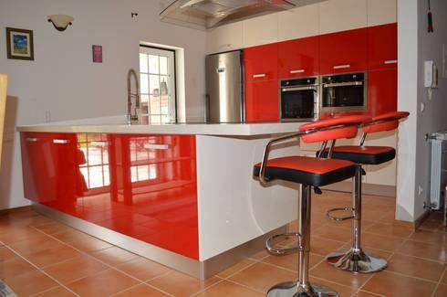 Vista de frente da cozinha: Cozinhas modernas por Ansidecor