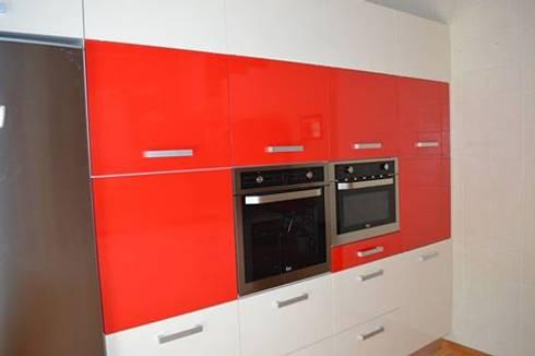 Perfil do topo da cozinha: Cozinhas modernas por Ansidecor