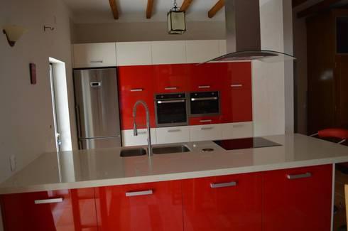 Vista da cozinha: Cozinhas modernas por Ansidecor