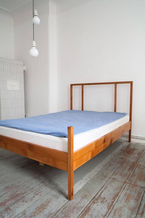 BED: skandinavische Schlafzimmer von Maison du Bonheur