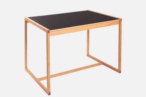 DESK: minimalistische Arbeitszimmer von Maison du Bonheur