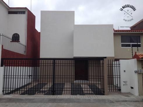 Casa Alborada: Casas de estilo minimalista por La Maquiladora / taller de ideas