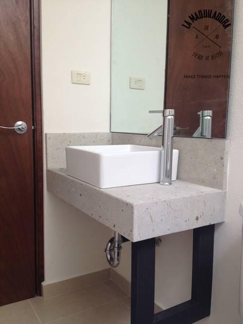 Casa Alborada: Baños de estilo  por La Maquiladora / taller de ideas
