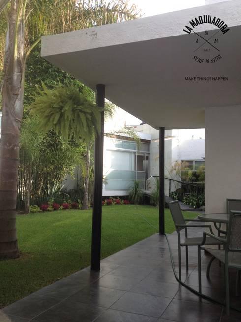 Casa 34: Casas de estilo minimalista por La Maquiladora / taller de ideas