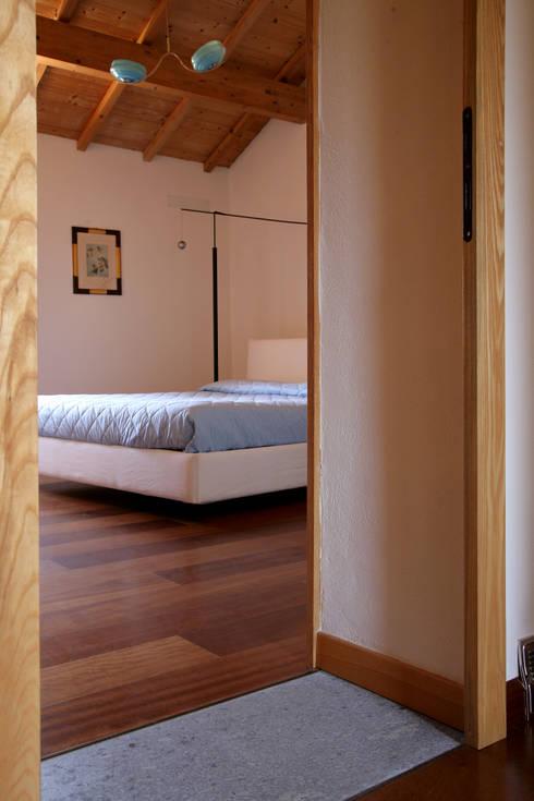غرفة نوم تنفيذ Studio di Architettura Ortu Pillola e Associati