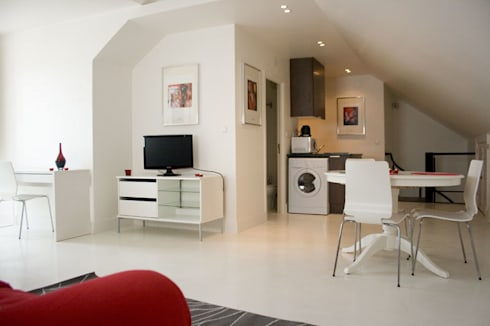 Before - Living/Dining Room & Kitchen:   por Architecture Tote Ser