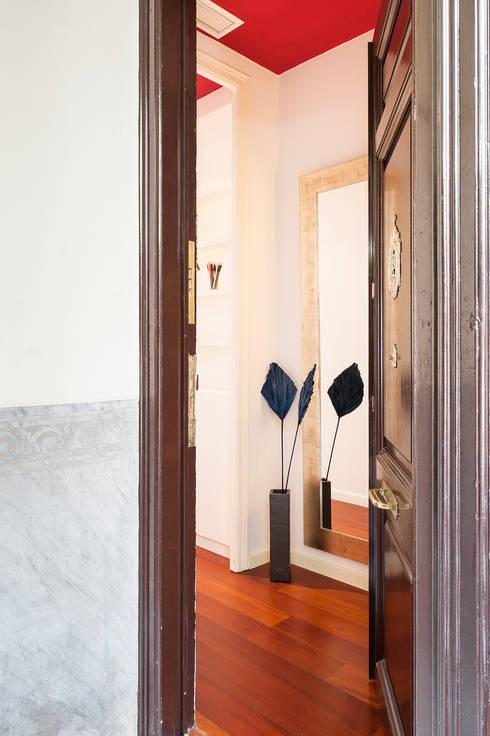 Pasillos y recibidores de estilo  por Markham Stagers