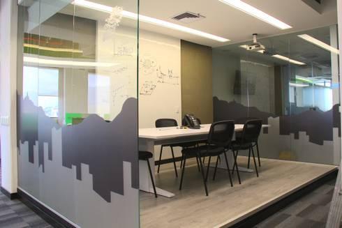 Oficinas AIA: Oficinas y Tiendas de estilo  por Heritage Design Group