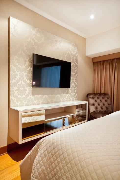 Dormitorios de estilo ecléctico por Carughi Studio