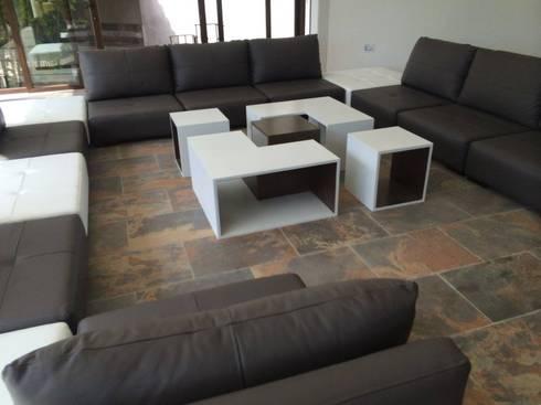 Casa Estado de México: Salas de estilo moderno por Interia Muebles
