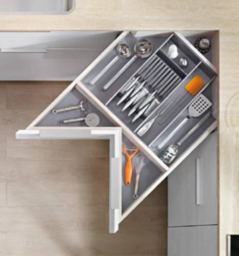 Solutions de rangement et aménagement BLUM, disponibles chez NORMAL KONCEPT: Cuisine de style de style Moderne par NORMAL KONCEPT