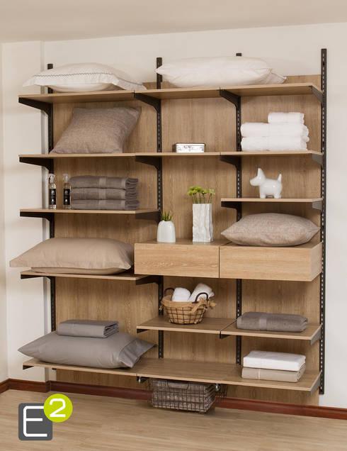 Closet Linos /Ropa de Casa: Habitaciones de estilo  por Espacio al Cuadrado