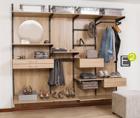 Vestier / Closet: Vestidores de estilo moderno por Espacio al Cuadrado