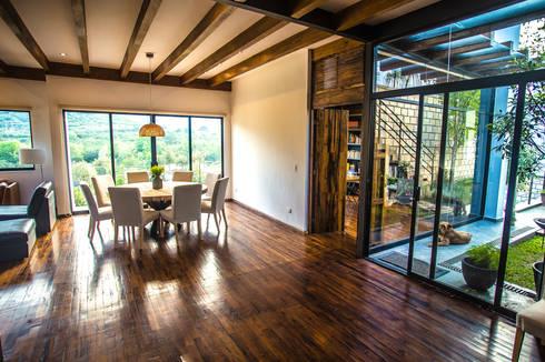 Casa IZ: Comedores de estilo moderno por ICAZBALCETA Arquitectura y Diseño