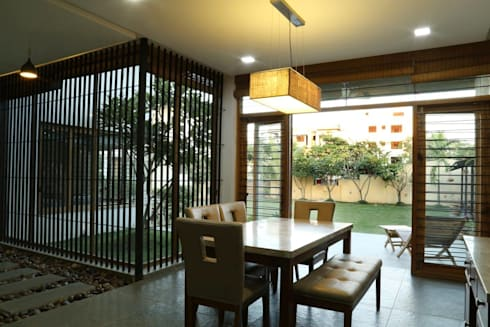 Kasliwal bungalows: minimalistic Dining room by 4th axis design studio