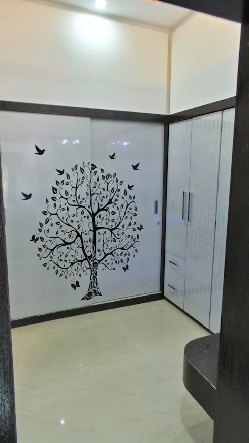MR. Sanjay : modern Dressing room by Shadab Anwari & Associates.