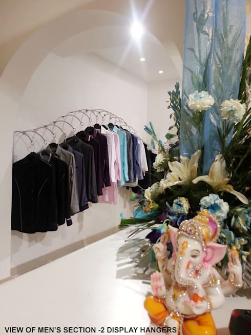 TURQUOISE -designer clothes showroom:  Walls by Ingenious