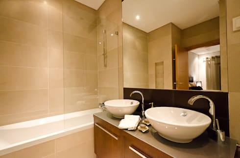 Interior Design Project – Almancil – The Crest: Casa de banho  por Simple Taste Interiors