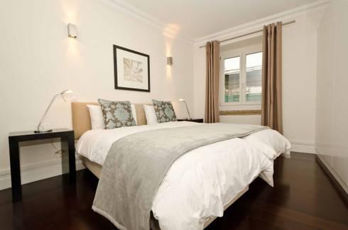 Interior Design Project - Lisbon Apartment: Quarto  por Simple Taste Interiors