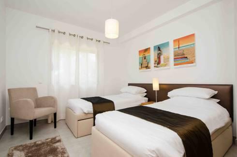 Interior Design Project – Apartment Albufeira: Quarto  por Simple Taste Interiors