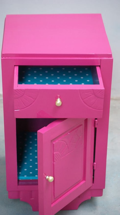 Bedside table «Pinkie»:   por Shanna's Stuff