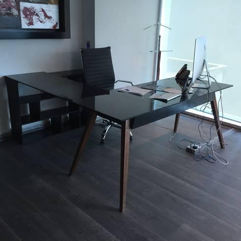 escritorio: Oficinas y tiendas de estilo  por Herm & Bleu