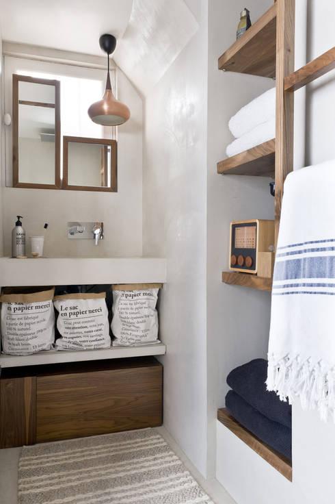 Ispirazioni Francesi - French Style: Bagno in stile  di Design for Love