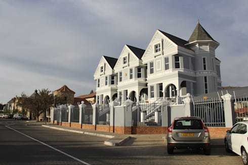 Painted ladies – New office building – Namibia.: classic Houses by Nuclei Lifestyle Design