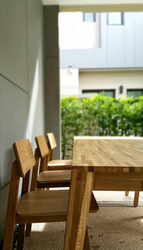 Dining Room: modern Dining room by EMOH Modern Furniture Store HK