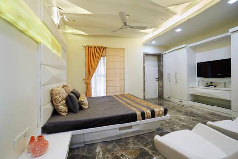 SADHWANI BUNGALOW: modern Bedroom by Square 9 Designs