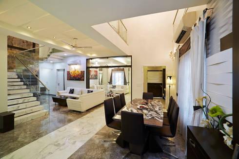 SADHWANI BUNGALOW: modern Dining room by Square 9 Designs
