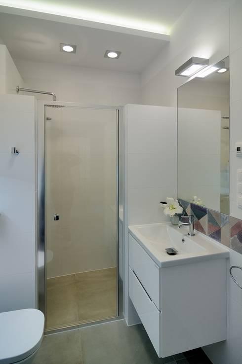 Casas de banho  por ARTEMA  PRACOWANIA ARCHITEKTURY  WNĘTRZ