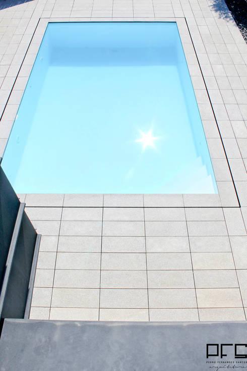 CASA DA_PÓVOA DE VARZIM_2011: Piscinas minimalistas por PFS-arquitectura