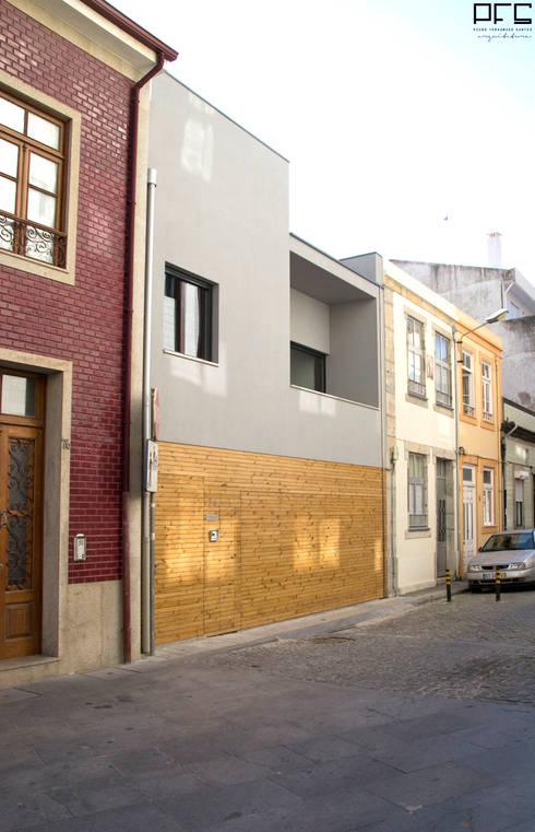 CASA LC_PÓVOA DE VARZIM_2013: Casas minimalistas por PFS-arquitectura
