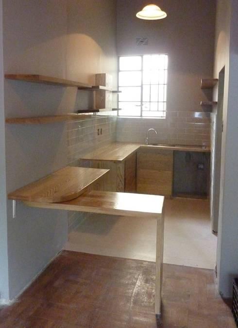 Montreaux—Kitchen 4: modern Kitchen by GreenCube Design Pty Ltd