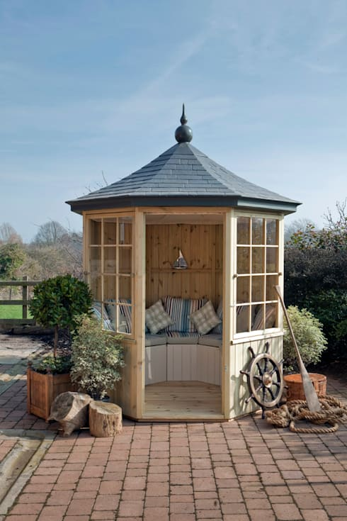 The Balmoral Summerhouse :  Garden by Garden Affairs Ltd