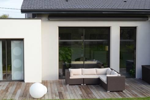 maison de plain pied au style pur por pierre bernard cr ation homify. Black Bedroom Furniture Sets. Home Design Ideas