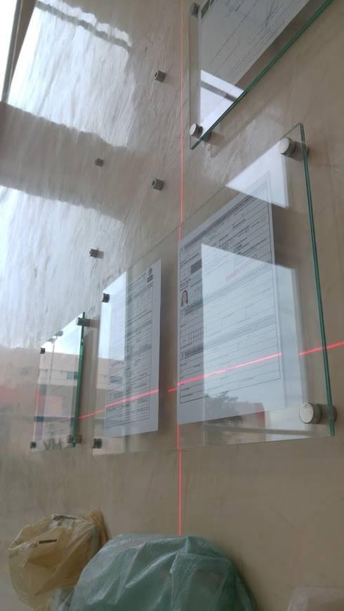 Verificando la alineación: Oficinas y tiendas de estilo  por RecreARQ Construcciones