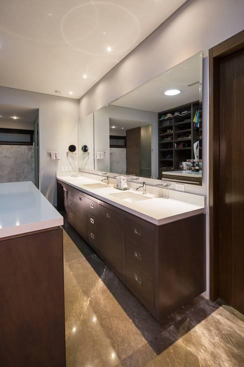 Baños de estilo  por URBN