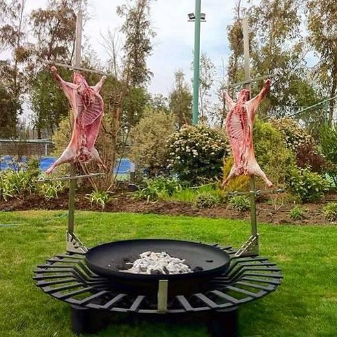 Asador con Base Giratoria: Jardín de estilo  por Walter Ringeling Diseño & Mobiliario