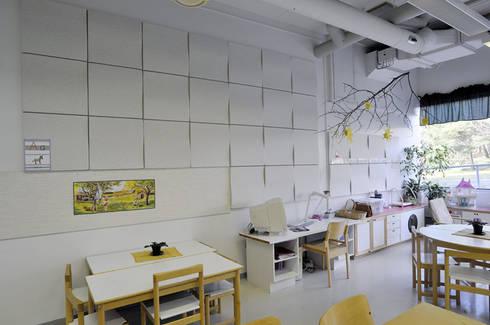 SOFTEN: Escritório e loja  por Stonebel, Lda.