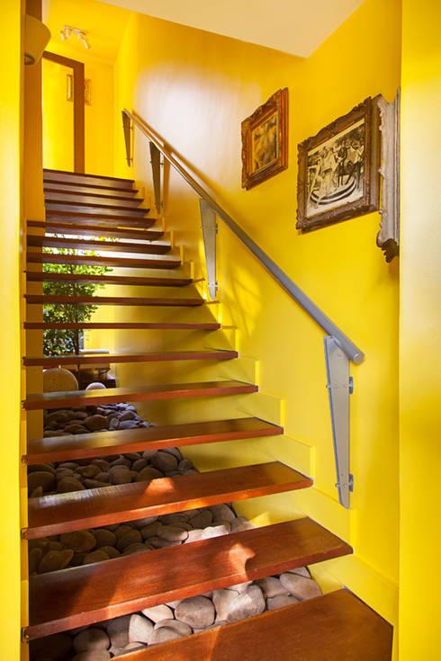 Casa Arquitetos: Corredores e halls de entrada  por Stemmer Rodrigues
