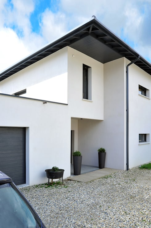 Façade entrée: Maisons de style de style Moderne par Pierre Bernard Création