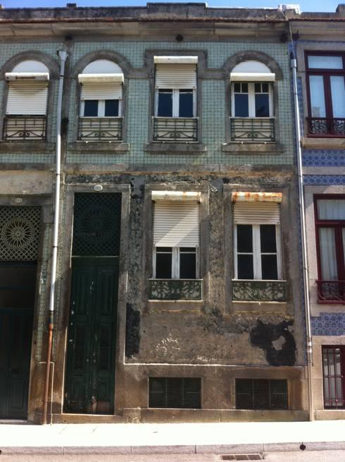 Fachada Original: Casas clássicas por Melom Cool