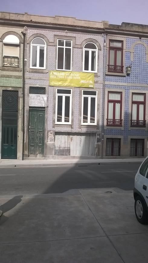 Abertura entrada de Garagem: Casas clássicas por Melom Cool