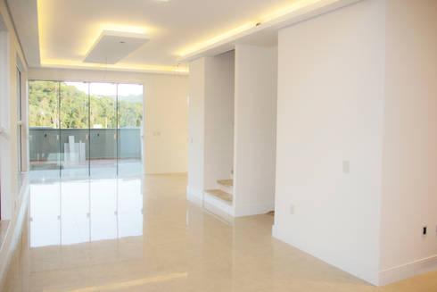 Casa QE148: Paredes  por Cecyn Arquitetura + Design